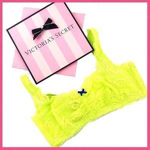 •Victoria's Secret• Lace bralette with side boning